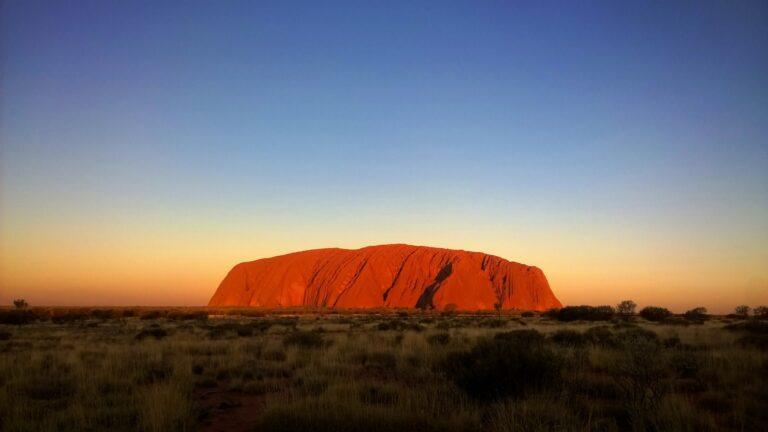 Uluru o zachodzie słońca, Australia