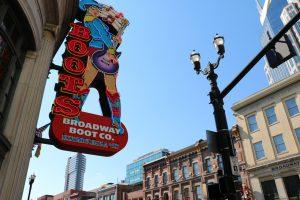 Jeden z dziesiątek klubów muzycznych, Nashville
