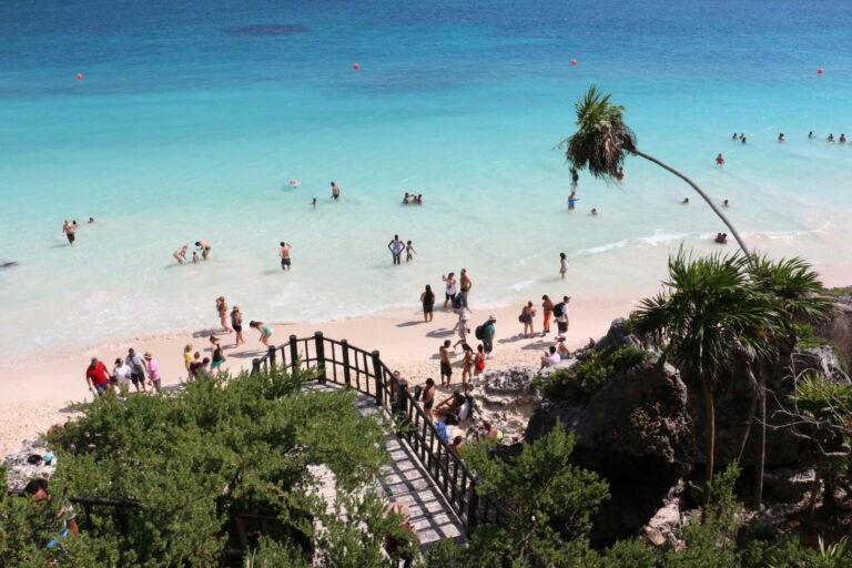 Tulum - zejście na plażę