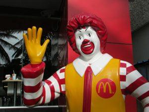 Ronald McDonald - 10 ciekawostek o fast foodach