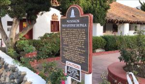 Historyczne atrakcje Kalifornii: Mission San Antonio de Pala z 1816 roku - tablica z informacjami o misji