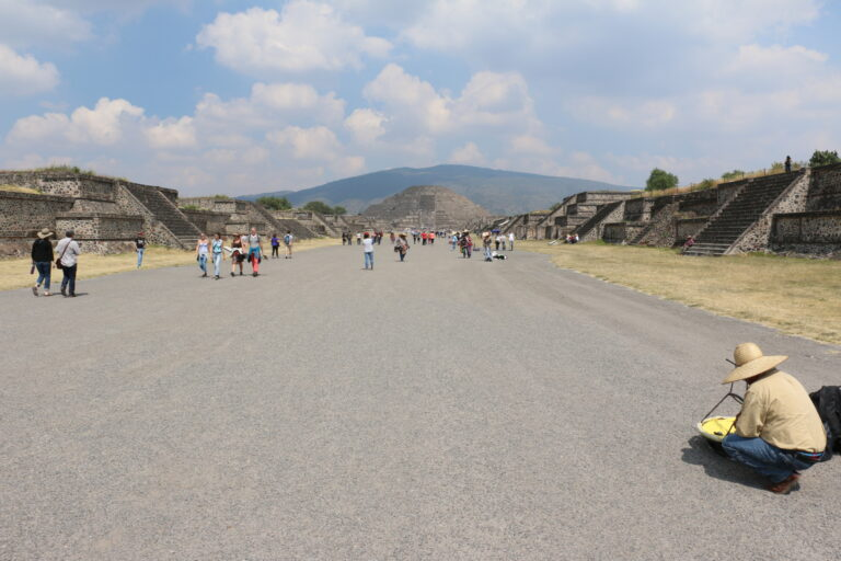 Aleja Śmierci (Avenue of the Dead) w Teotihuacan
