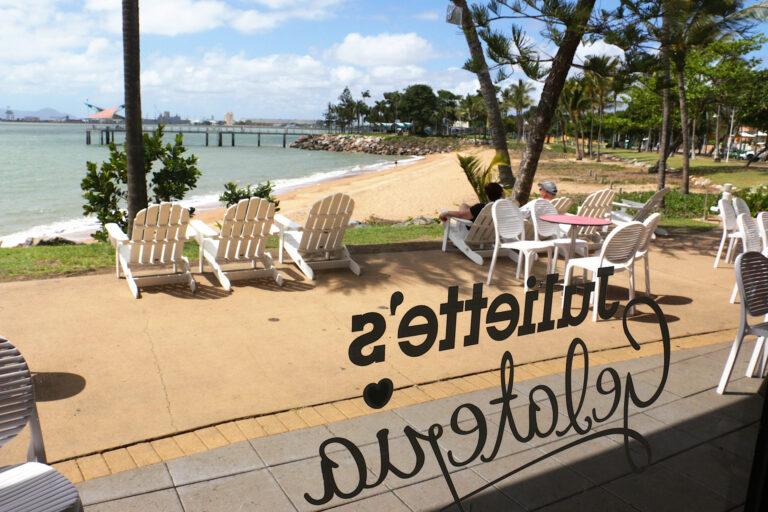 The Strand zza szyb kawiarni Juliette's w Townsville - co warto zobaczyć?
