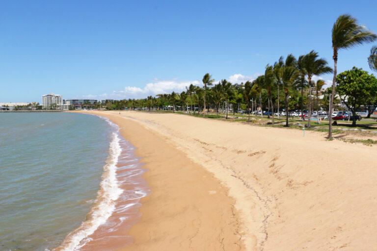 Plaża i The Strand w Townsville - atrakcje
