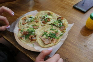 Uliczne tacos al pastor (z ananasem)