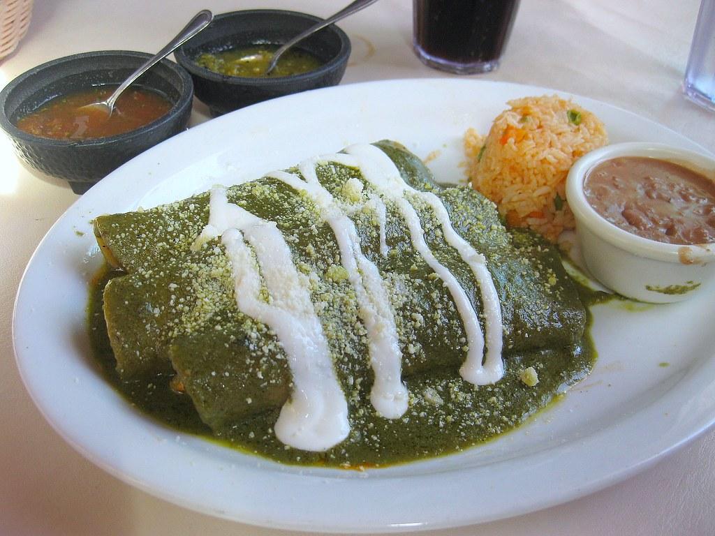 Enchiladas z zielonym sosem