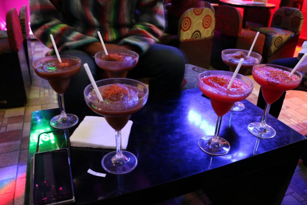 Margarity w barze karaoke w Puebla