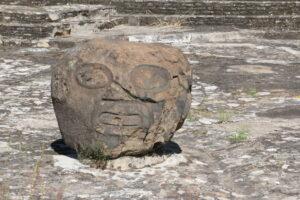 Cholula: rzeźba przy puramidzie