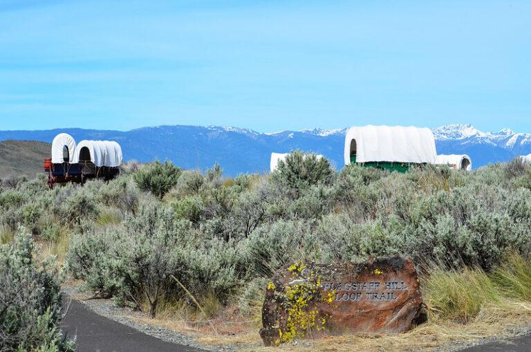 Wozy pionierów przy the Oregon Historic Trail Road