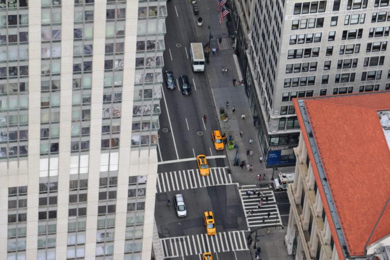 Nowojorska ulica z Empire State Building