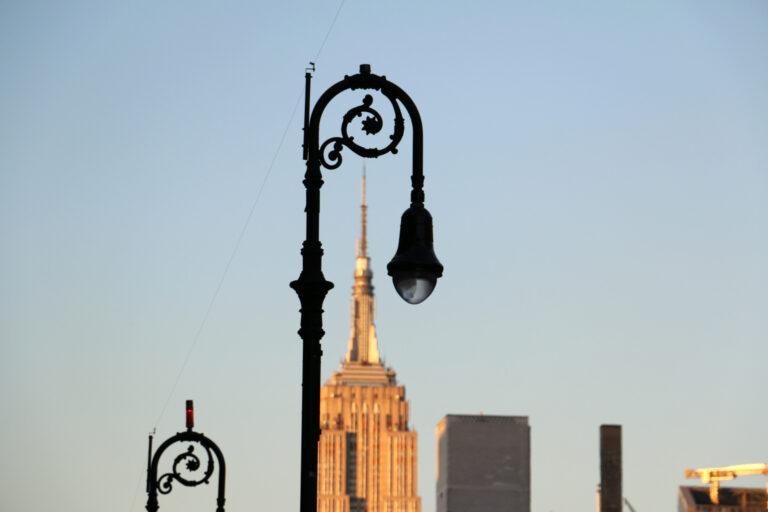 Empire State Building o zachodzie słońca