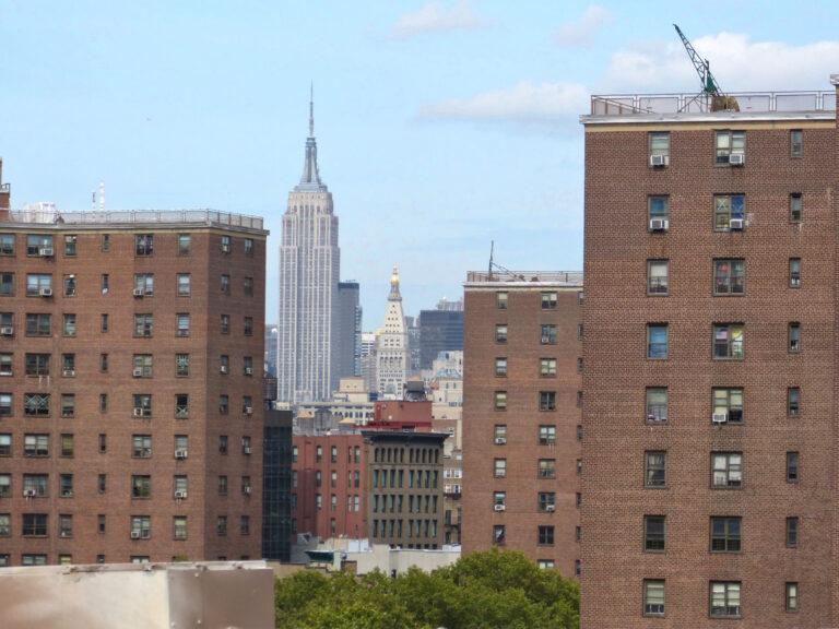Widok na Empire State Building z Mostu Brooklińskiego